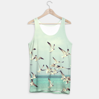 Miniatur Seagulls Flying over Beach Tank Top, Live Heroes