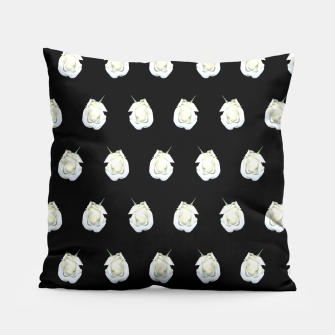 Miniatur FLOWERS: White Rosebuds on Black Pillow, Live Heroes