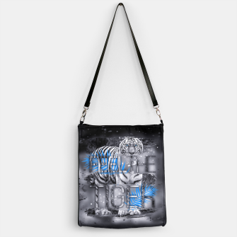 Thumbnail image of Feel the Tiger Handtasche, Live Heroes