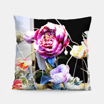 Thumbnail image of Artificial Flowers Coussin, Live Heroes