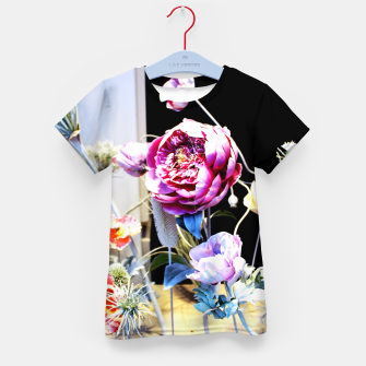 Thumbnail image of Artificial Flowers Enfantin T-shirt, Live Heroes