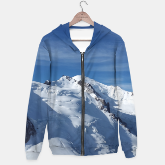Awesome white snowy Mont Blanc Alps mountains in Italy, France, Europe on a beautiful winter day Hoodie Bild der Miniatur