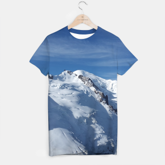 Awesome white snowy Mont Blanc Alps mountains in Italy, France, Europe on a beautiful winter day T-shirt Bild der Miniatur