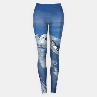 Awesome white snowy Mont Blanc Alps mountains in Italy, France, Europe on a beautiful winter day Leggings Bild der Miniatur