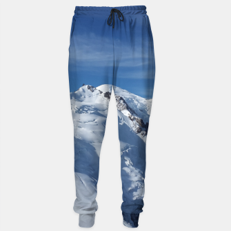 Awesome white snowy Mont Blanc Alps mountains in Italy, France, Europe on a beautiful winter day Sweatpants Bild der Miniatur