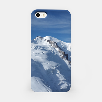 Awesome white snowy Mont Blanc Alps mountains in Italy, France, Europe on a beautiful winter day iPhone Case Bild der Miniatur