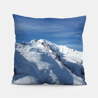 Awesome white snowy Mont Blanc Alps mountains in Italy, France, Europe on a beautiful winter day Pillow Bild der Miniatur