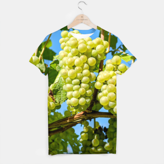 Miniaturka Delicious growing green grapes bunch farming on a beautiful blue summer sky background T-shirt, Live Heroes