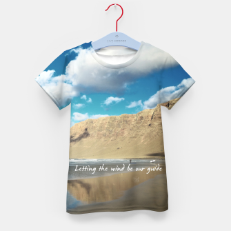 Imagen en miniatura de Letting the wind be our guide Camiseta para niños, Live Heroes