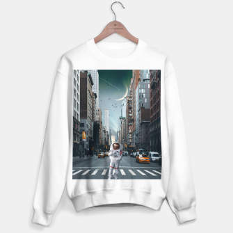 Thumbnail image of Astronaut In NYC Bluza standard, Live Heroes