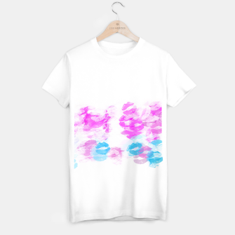 Miniature de image de kisses lipstick pattern abstract background in pink and blue T-shirt regular, Live Heroes