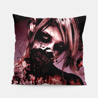 Miniatur bloody mary  Pillow, Live Heroes