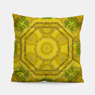 Miniaturka  sunshine feathers and fauna ornate Pillow, Live Heroes