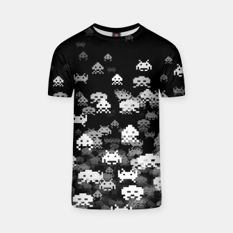 Thumbnail image of Invaded BLACK retro gaming pattern for gamer geeks T-shirt, Live Heroes