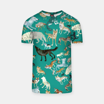 Thumbnail image of Wolves of the World (Green pattern) Camiseta, Live Heroes