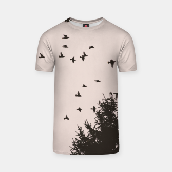 Miniatur Flying birds and pine trees T-shirt, Live Heroes
