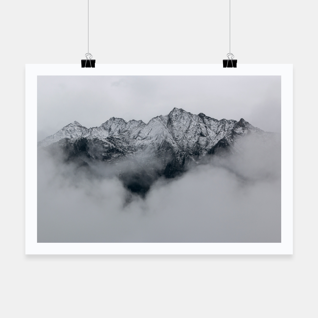 Foto Winter Is Here - Misty Black Rocks Poster - Live Heroes