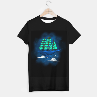 Miniatur Whale sailboat Camiseta Regular, Live Heroes