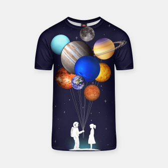Miniaturka Love is in the space T-shirt, Live Heroes