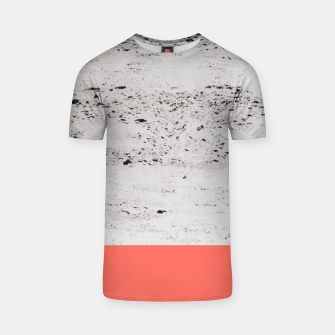 Living Coral on Concrete #1 #decor #art T-Shirt obraz miniatury