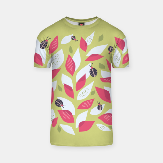 Plant With White Pink Leaves And Ladybugs T-shirt Bild der Miniatur