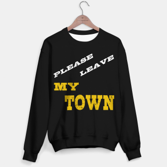 Thumbnail image of please leave my town text gold Sweatshirt regulär, Live Heroes