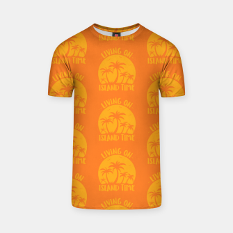 Living On Island Time Palm Trees And Sunset T-shirt Bild der Miniatur