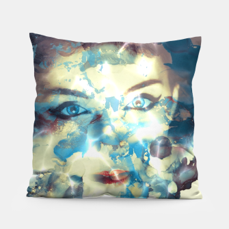 Thumbnail image of Digital art  pretty girl  Coussin, Live Heroes