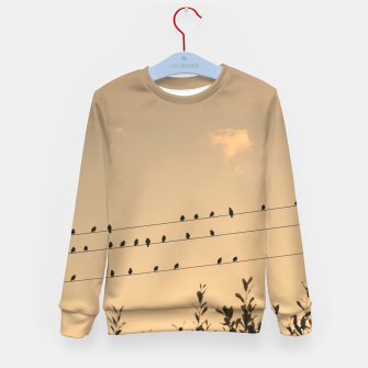 BIrds on wires Kid's sweater Bild der Miniatur