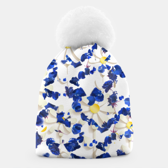 white daisies and blue cyclamens floral pattern Beanie Bild der Miniatur