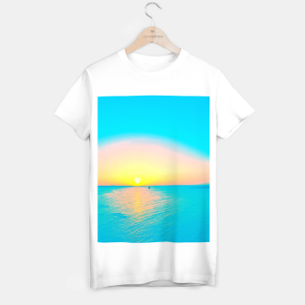 Miniature de image de Romantic summer sunset in blue and a sailing boat in the sea T-shirt regular, Live Heroes