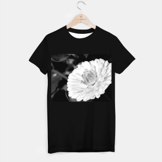 Miniatur White blossoming chrysanth, black and white flower photography T-shirt regular, Live Heroes
