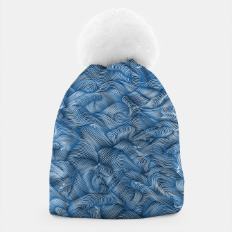 Slippery Fishes Floating in the Classic Blue Waves Beanie Bild der Miniatur