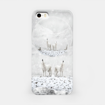Miniatur Howling Wolves in a Winter landscape iPhone-Hülle, Live Heroes