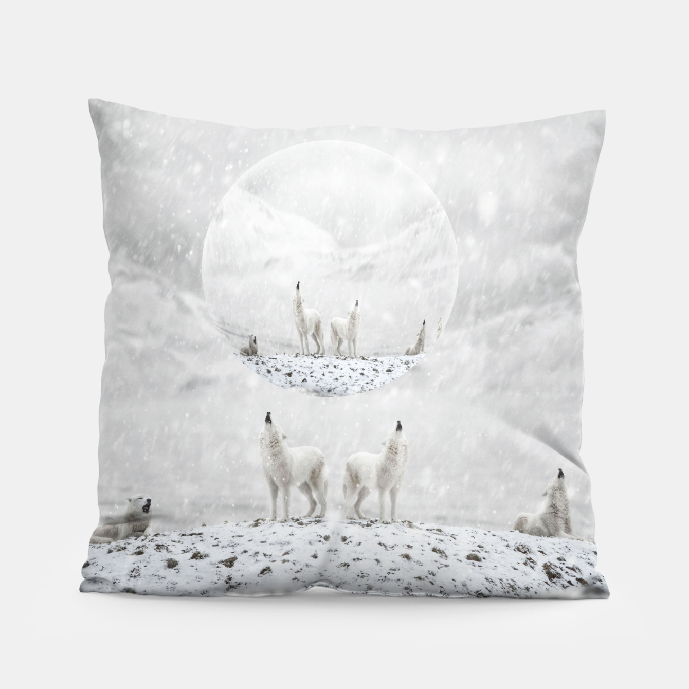 Image of Howling Wolves in a Winter landscape Kissen - Live Heroes