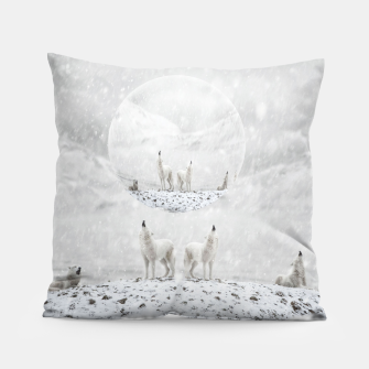 Thumbnail image of Howling Wolves in a Winter landscape Kissen, Live Heroes
