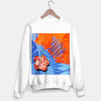 Miniatur orange blue toned tropical flowers and leaves on marble abstract background Sweater regular, Live Heroes