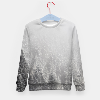 Miniature de image de Snowy spruce forest wrapped in fog Kid's sweater, Live Heroes
