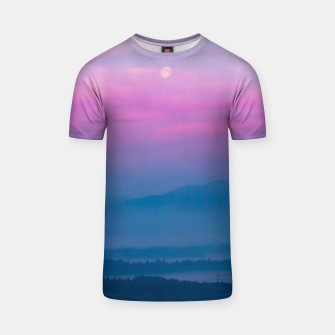 Imagen en miniatura de Bright clouds and moon at sunrise T-shirt, Live Heroes