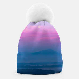 Imagen en miniatura de Bright clouds and moon at sunrise Beanie, Live Heroes