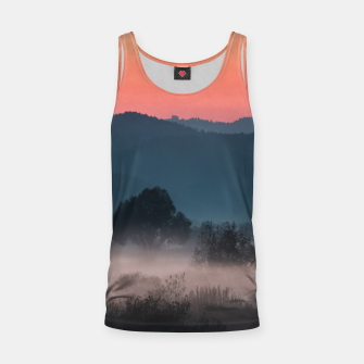 Imagen en miniatura de Foggy landscape at sunset Tank Top, Live Heroes