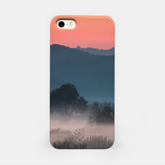 Imagen en miniatura de Foggy landscape at sunset iPhone Case, Live Heroes