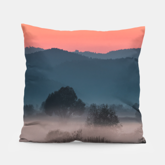 Imagen en miniatura de Foggy landscape at sunset Pillow, Live Heroes