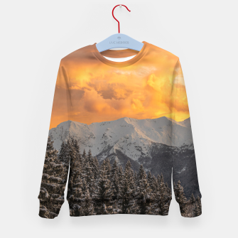 Imagen en miniatura de Orange clouds above mountains and spruce forest Kid's sweater, Live Heroes