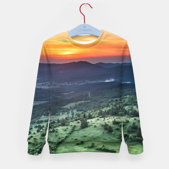 Imagen en miniatura de Beautiful sunset behind green fields Kid's sweater, Live Heroes