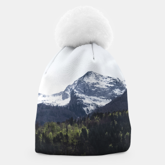 Miniatur Winter and Spring - green trees and snowy mountains Beanie, Live Heroes