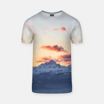 Imagen en miniatura de Bright orange clouds above Triglav, Slovenia T-shirt, Live Heroes