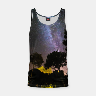 Imagen en miniatura de Trees landscape with milky way Tank Top, Live Heroes
