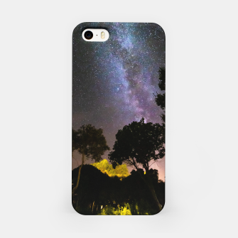 Imagen en miniatura de Trees landscape with milky way iPhone Case, Live Heroes
