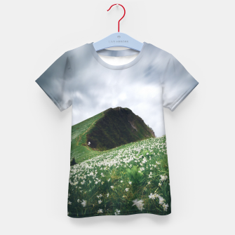 Imagen en miniatura de Thousands of narcissus on Golica, Slovenia Kid's t-shirt, Live Heroes
